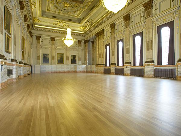 Narrow strip oak floor